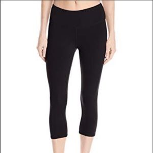 Alo Yoga Black Capri Leggings